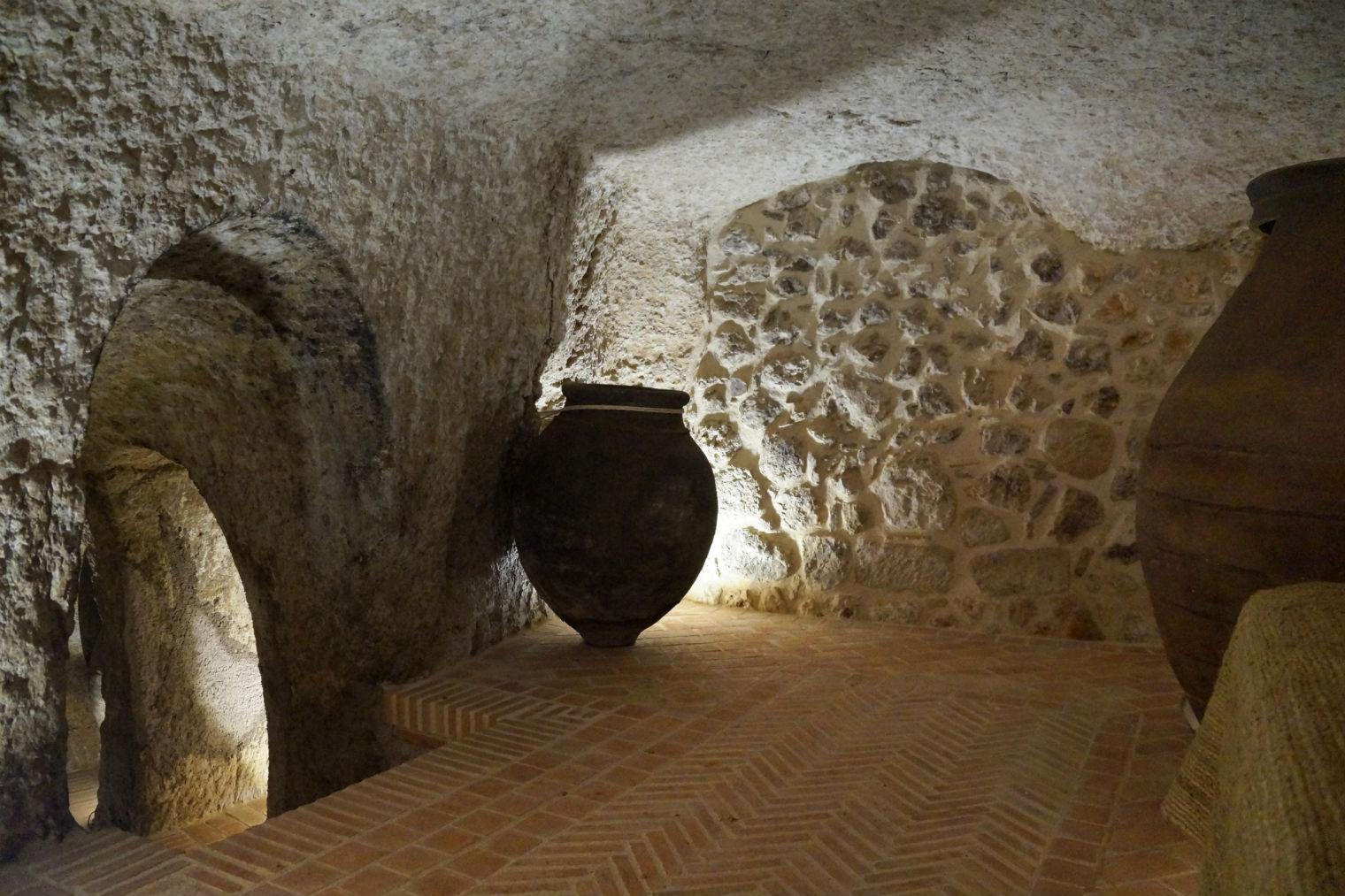 Fotos de bodegas en casas casa cueva setenil with fotos - Bodegas en casa ...